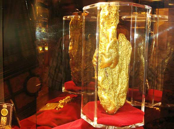 largest gold nugget in the world 27.2 kg