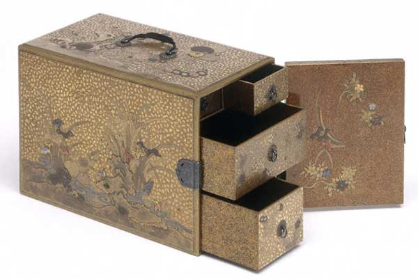 Japanese vantity box decorated with gold