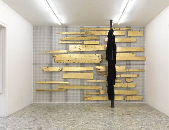 Wood installation by Jannis Kounellis