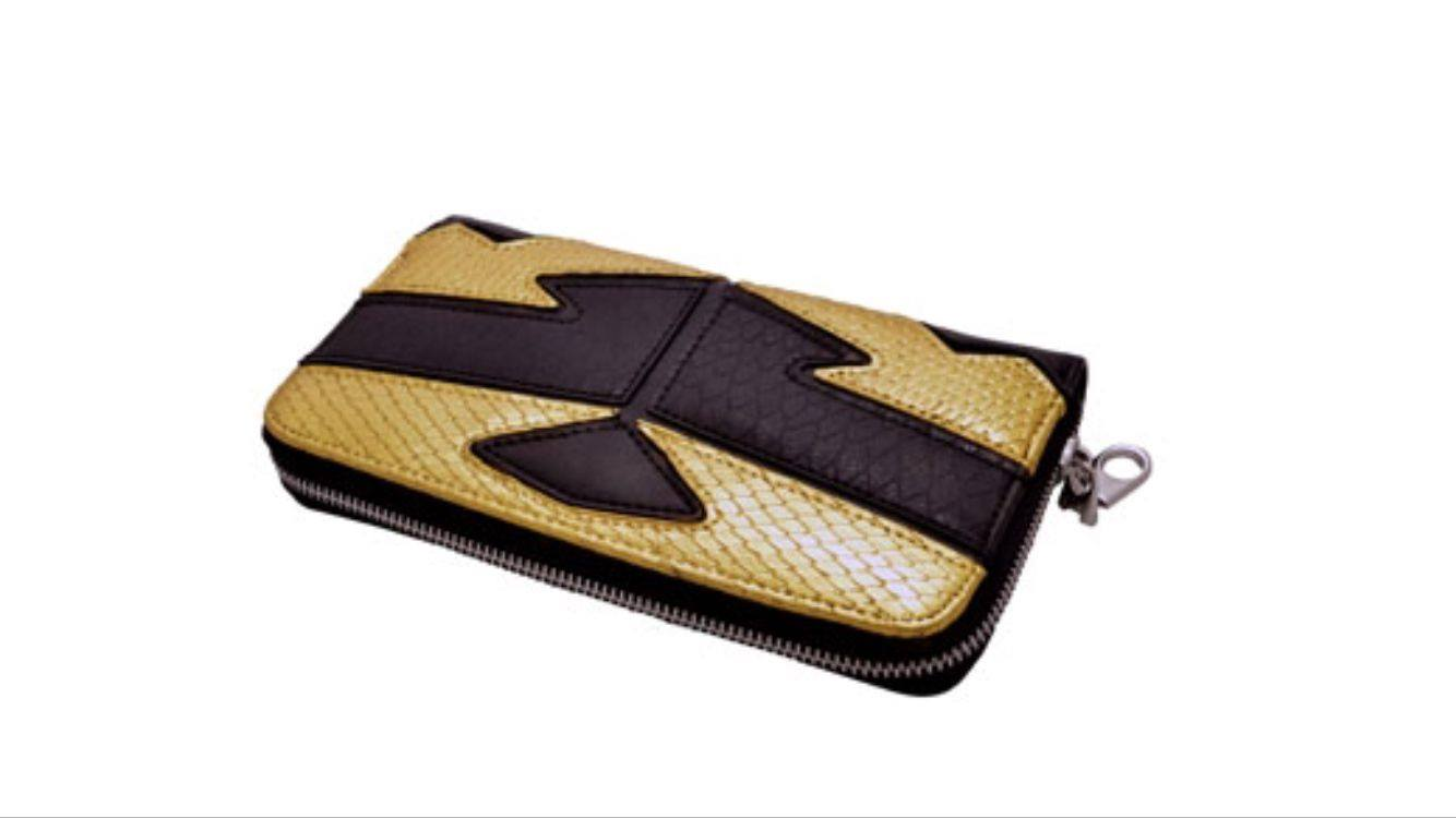 Wallet guilded with 24k gold by DeLafee.  To see more from our creations, visit us at http://bit.ly/2wD8Dpf