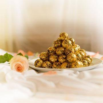 Delafee's gold chocolate truffles, made of the finest swiss chocolate and 24k gold.  http://bit.ly/2zWOwV3