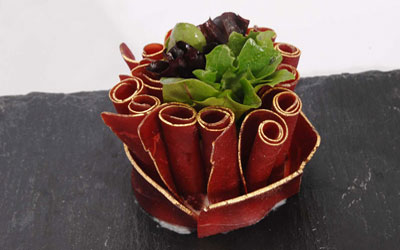 Bouquet of cured beef from Grisons with gilt edges